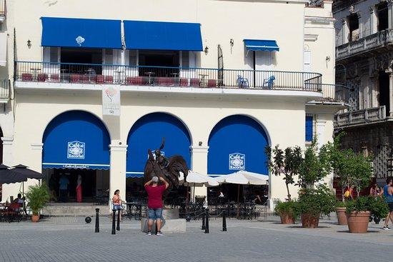 Cafe El Escorial: sous le soleil ecrasant