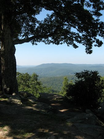 Laurel Park, Carolina do Norte: View as you approach the end of the rock.