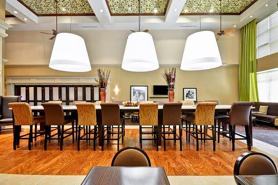 Hampton Inn & Suites Memphis-Shady Grove Road: Breakfast Dining Room
