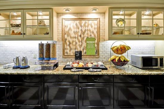 Hampton Inn & Suites Memphis-Shady Grove Road: Breakfast Selection