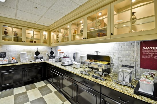 Hampton Inn & Suites Memphis-Shady Grove Road: Hot Breakfast Area