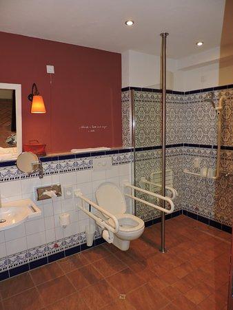 htel el andaluz salle de bain de la chambre pour handicap lhtel