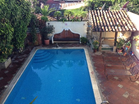 Hotel Casa del Parque: Too cool for this trip to enjoy the pool, but it looked very inviting. Sauna was clean and priva