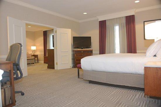 Frontenac, MO: King Bedroom