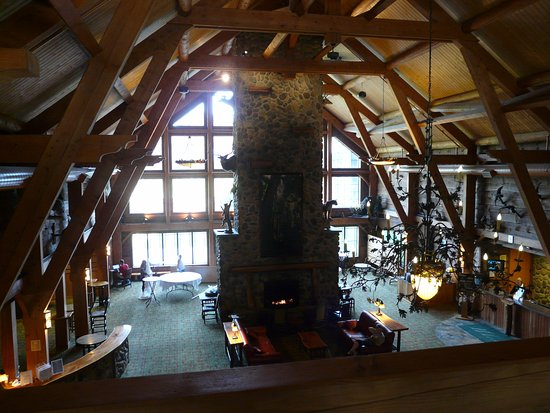 Hope Lake Lodge & Conference Center: Central lounge area