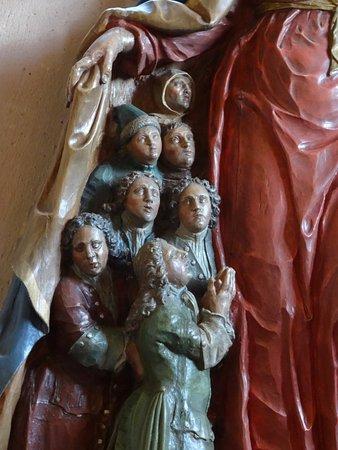 Mouterhouse, Francia: Les personnages sous le manteau de la Vierge