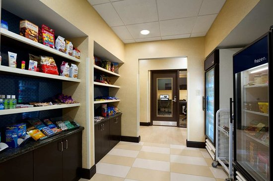 Lenoir City, TN: Our Suite Shop has the sweets you need for your stay.