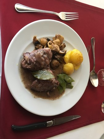 Bordeira, Portogallo: Chicken Coq Au Van, one of the day's specials and rather tasty.