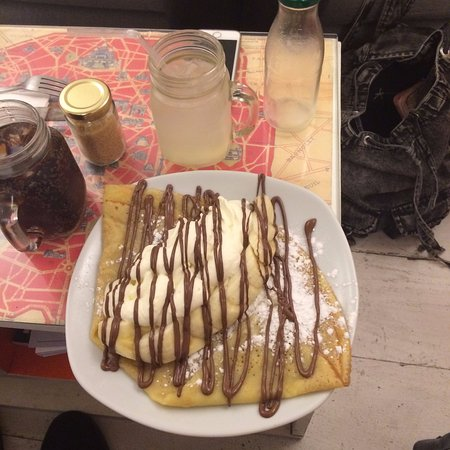 The Creperie: Banana and Nutell pancake with homemade lemonade!