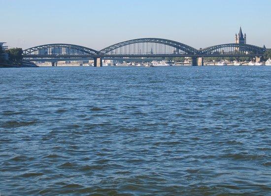 Hohenzollern Bridge : Мост Гогенцоллернов с Рейна