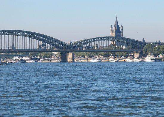 Hohenzollern Bridge : Мост Гогенцоллернов с Рейна и Большой Святой Мартин