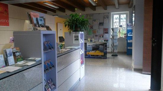 Tourist Information Centre: Interno dell'Ufficio Informazioni Turistiche