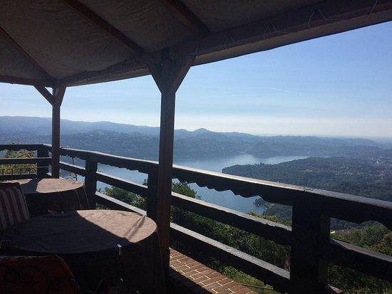 Madonna del Sasso, إيطاليا: Esterno con vista lago