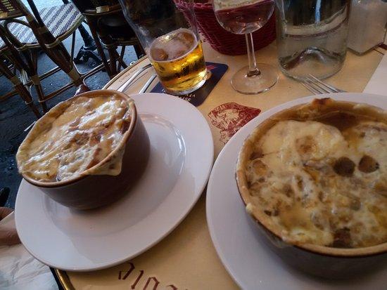Bagelstein: Exquisita sopa de cebolla, buena selección de vinos y cervezas, atención rápida y amable