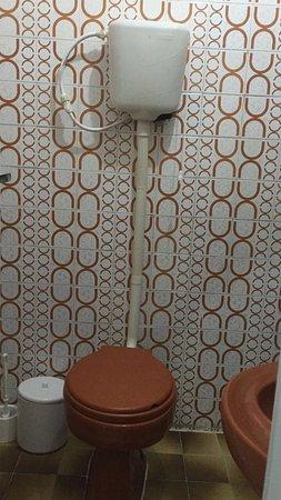 Hotel Pousada do Canal: Fachada lembra um prédio mal assombrado.