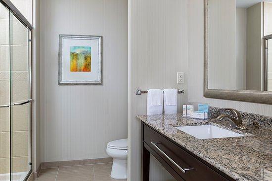 Niles, OH: Guest Room Bathroom