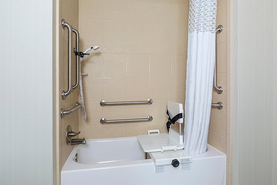 Niles, OH: Accessible Bathroom