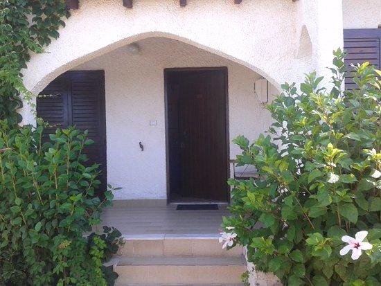 The upper row of 4 bungalows obr zek za zen vista del for Bungalows dentro del mar