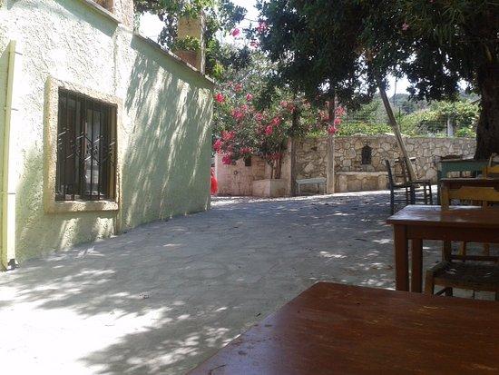 Sarakas Tavern: Esterno