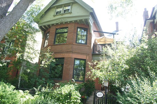 Annex Garden Bed & Breakfast and Suites : From the street