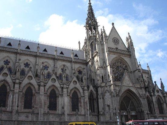 Basílica: FACHADA DE LA BASILICA