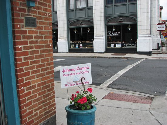 Johnny Como's Cupcakes and Coffee: Cute sign