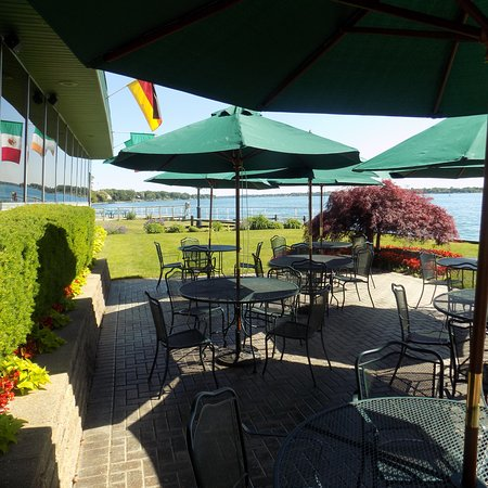 Saint Clair, MI: Outdoor Dining with a great view