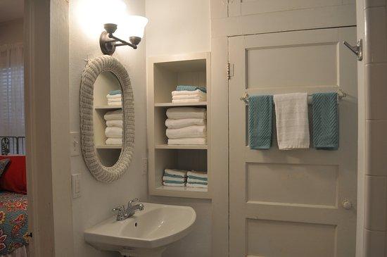 Llano, TX: Bathroom Flossie's Cottage