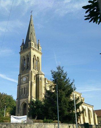Couze-et-Saint-Front, فرنسا: Église St-Etienne
