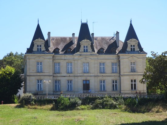 Descartes, Francja: Chateau des Termelles from the drive