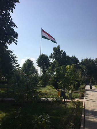 ‪Flagpole with the Flag of Tajikistan‬