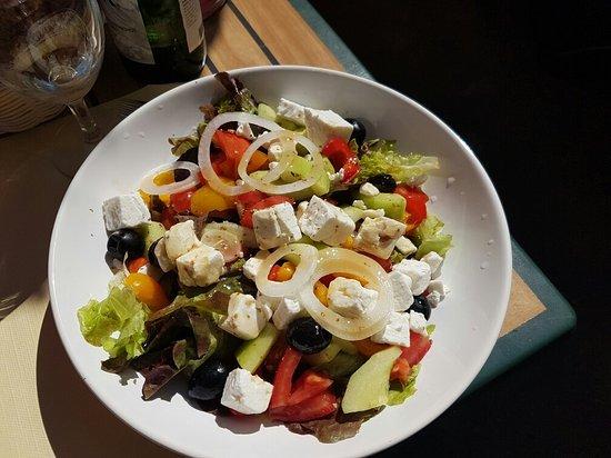 Le Carrousel de Vidy : Salade nicoise et salade grecque