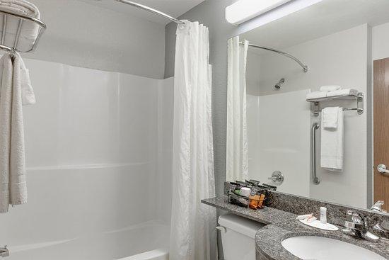 Microtel Inn & Suites by Wyndham Hoover/Birmingham: Bathroom