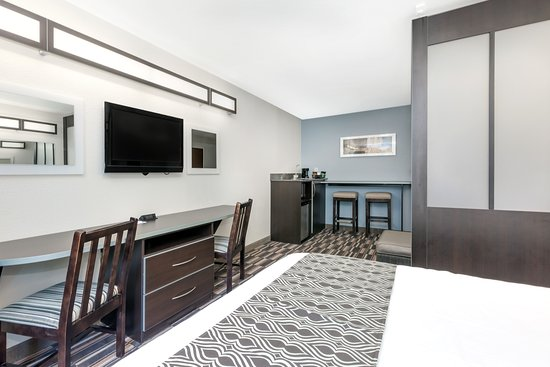 Microtel Inn & Suites by Wyndham Hoover/Birmingham: Suite Room Extra Angle