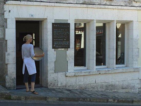 Villebois-Lavalette, ฝรั่งเศส: Salon de thé FRIAND'HALLE à Villebois Lavalette
