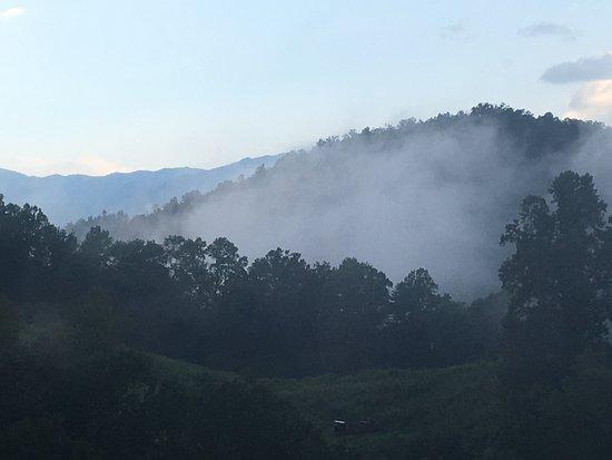 Hemlock Hills Resort: Gorgeous view of Smoky Mountains