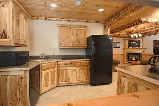 Dundee, OH : Full Kitchen in Deluxe & Cabin Suites