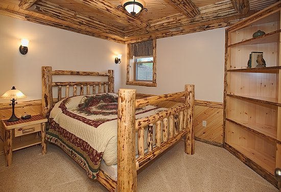 Dundee, OH: Master Bedroom in a Deluxe Suite