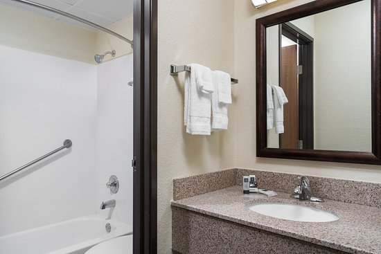 AmericInn Lodge & Suites Lake City: Vanity