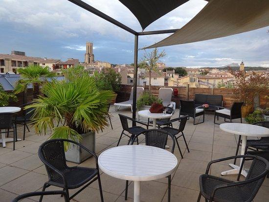 Hotel du Globe : terrasse de l'hôtel