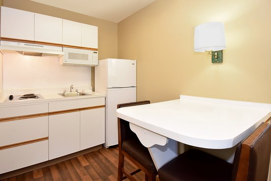 Englewood, CO: Fully Equipped Kitchens