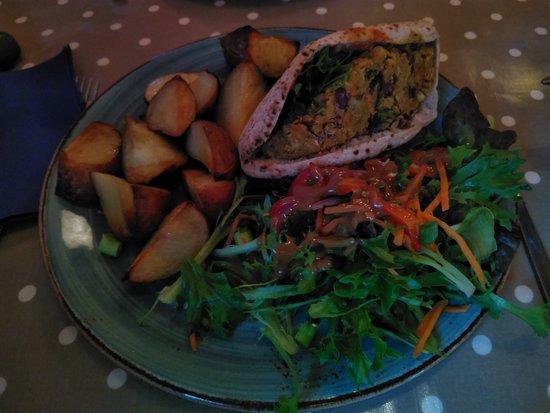 Joe's Cafe: Beanburger - great salad too