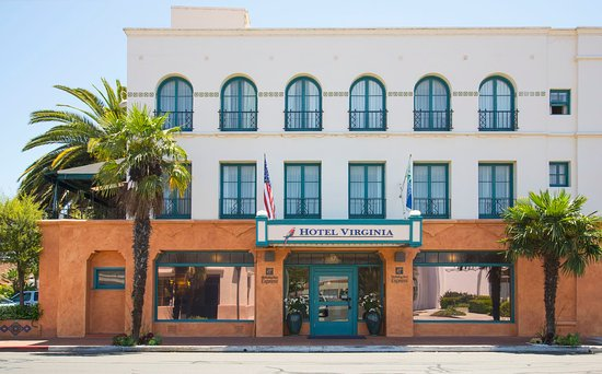 Holiday Inn Express Santa Barbara: Welcome to our historic landmark California Spanish Revival hotel.