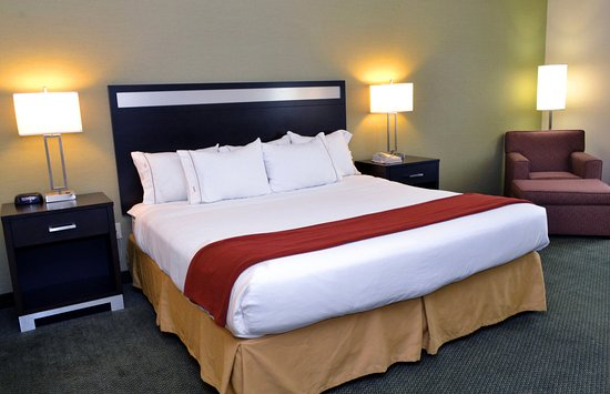 Monaca, PA: King Bed Guest Room