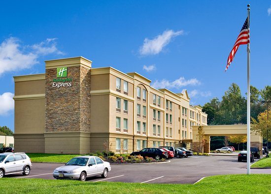 Holiday Inn Express Hotel & Suites West Long Branch: Hotel Exterior