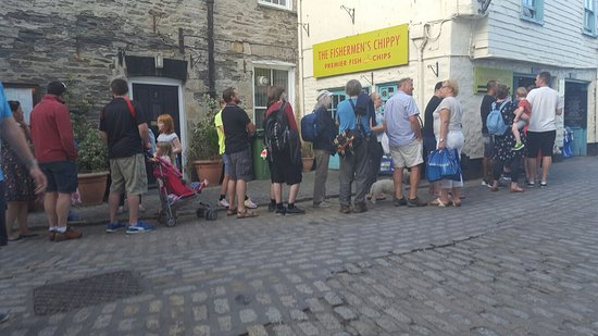 The Fishermen's Chippy: The queue. Shows how good the food is!