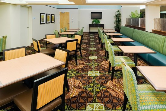 Holiday Inn Express Cape Coral/Fort Myers Area: Breakfast Bar