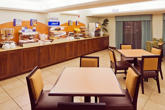 Holiday Inn Express Cape Coral/Fort Myers Area: Breakfast Area