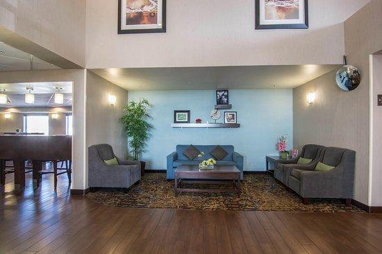 Comfort Inn & Suites Calgary Airport: Lobby