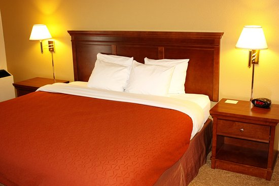 Country Inn & Suites By Carlson, Saskatoon, SK: Guest Room